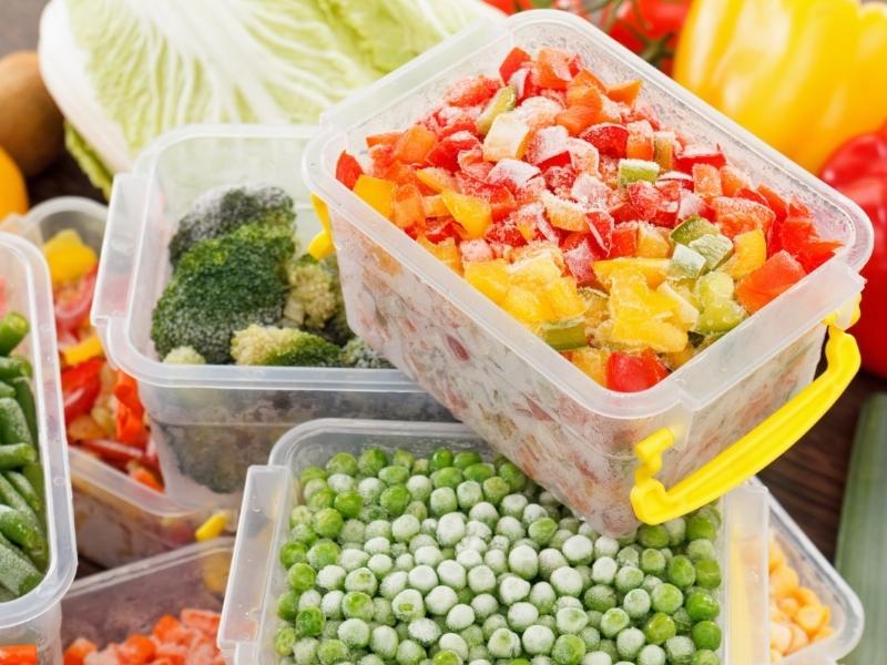 Παγωμένα λαχανικά σε τάπερ