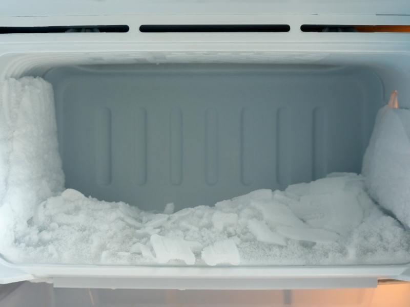 Πάγος στο εσωτερικό κατάψυξης