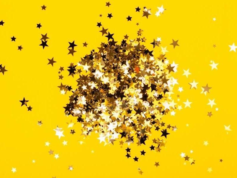 Χρυσά κομφετί με σχέδιο αστεριού